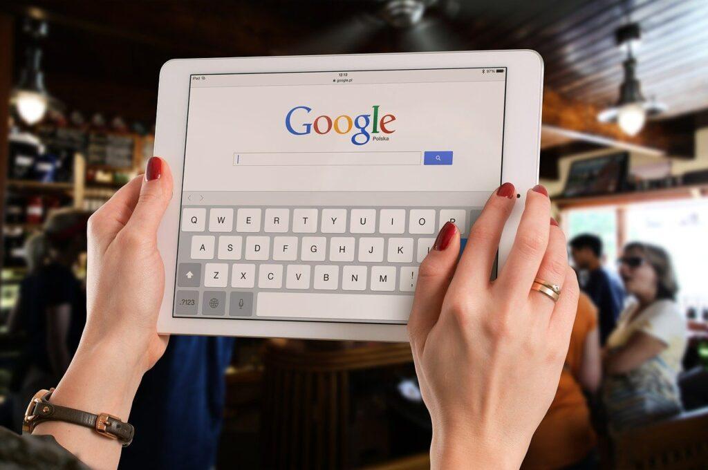 Отслеживание и проверка рейтингов своих ключевых слов для веб-сайта и конкурентов в Google